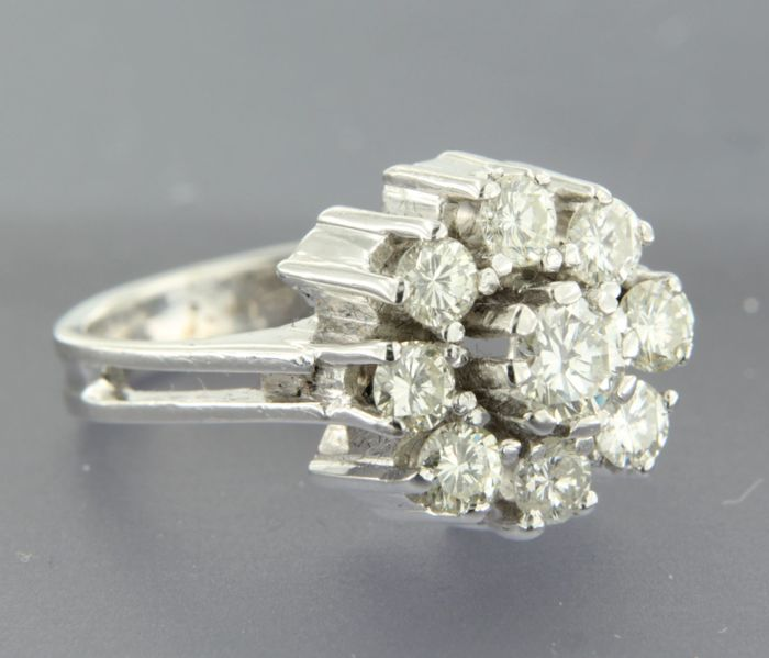 14 kt White gold entourage ring set with a central 0.35 ct diamond and an entourage of diamonds, 1.12 ct - ring size 17.5 (55)