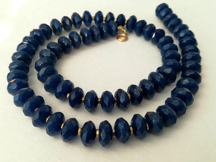 Necklace with sapphire and haematite gemstones and 19.2kt gold clasp