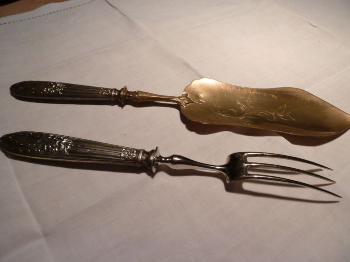 Superb pair of serving utensils: fork and curved spatula, hallmarked filled silver