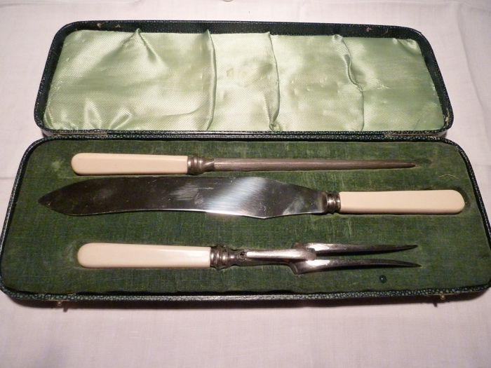 Lovely 3-piece meat carving set in the original case, Sheffield - Made in England