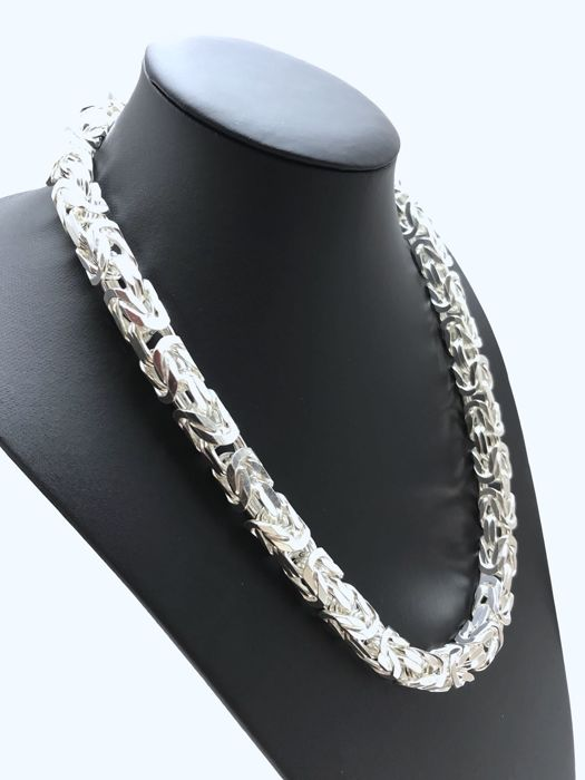 Silver (925k) king's braid link necklace.