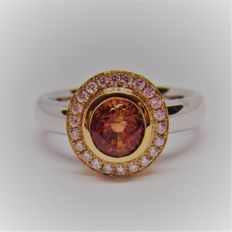 18K Gold Ring 6.26 g set with 1.79 ct Certified unheated Padparadscha Sapphire and 0.18 ct Diamonds - size 71/4 US.