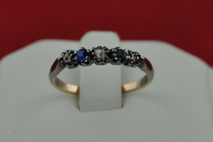 18th-19th Century Authentic Antique Delicate Ring with 'Single cut' Diamonds (tot.+/-0.25ct) & 2 Sapphires set on 18k Yellow Gold & Silver fastenings