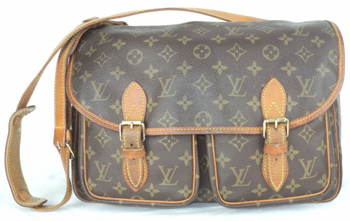 f42520157e2 Louis Vuitton - Unisex Messenger Bag - Vintage - Catawiki