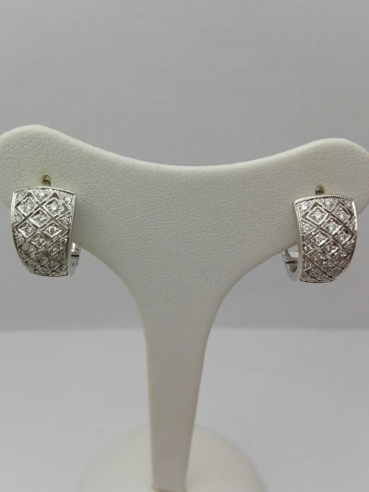 Women's hoop earrings in 18 kt white gold with natural diamonds totalling 0.23 ct - 5.9 g