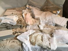 Large lot of 47 pieces of old household linen, embroidery, linen and French lace