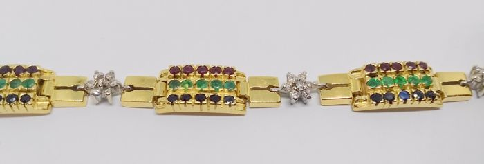 18 kt yellow gold bracelet with rows of emeralds, rubies and rosettes of diamonds - Length: 18 cm