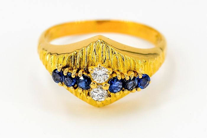 Ring - 18 kt yellow gold - 0.22 ct diamonds - 0.78 ct sapphires - Size 61