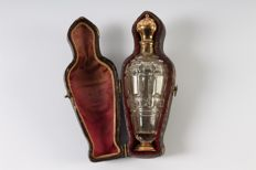 Perfume bottle with gold cap and foot in leather case, the Netherlands, 19th century