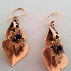 Dangle earrings – 333/1000 gold – Total weight: 5.0 g – Dimensions: 5.0 x 1.6 cm