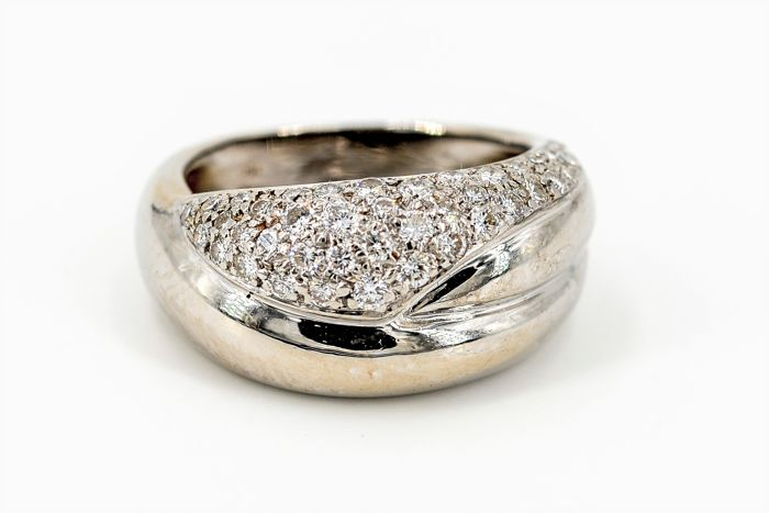 Ring - 18 kt white gold - 0.35 ct diamonds - Size: 55