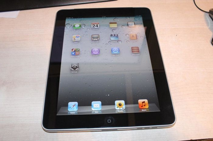Apple ipad 64gb wifi and 3g unlocked with cable boxed