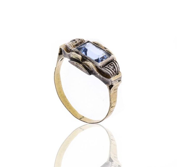 Spinel Ring in Gold and silver, 20th century, Studded with blue Spinel in rectangular faceted cut.