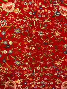 Manila shawl in red silk, hand-embroidered with birds and floral motifs - China / Philippines - c. 1920