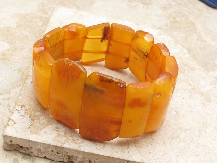 Bracelet with natural Baltic amber stones, butter and cognac colour