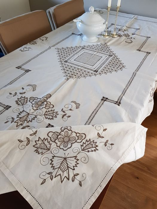 Large antique broderie, embroidery and ladder work tablecloth, handmade. 240 x 155 cm. Reasonable shipping costs.