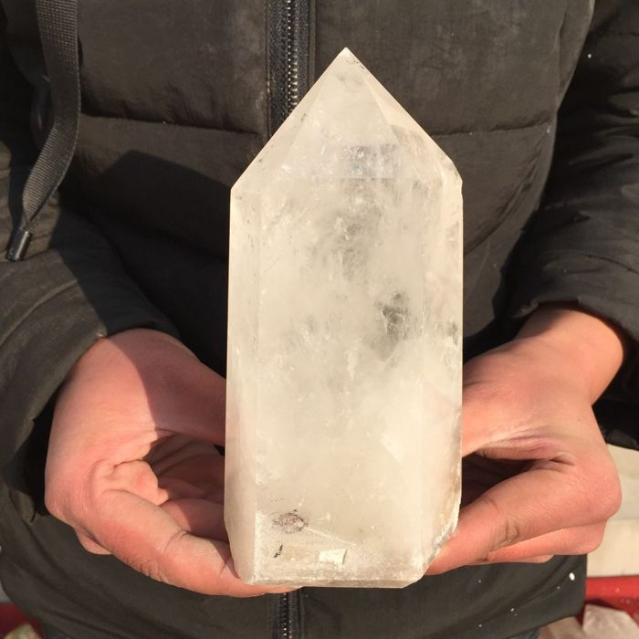 Natural clear crystal quartz obelisk - 163 x 79 x 55 mm - 1009 gm