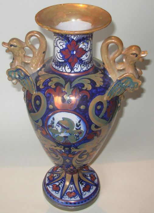"Lustre majolica Amphora-shaped vase with Neo-renaissance decorations Marked ""Coop. Ceramisti"""