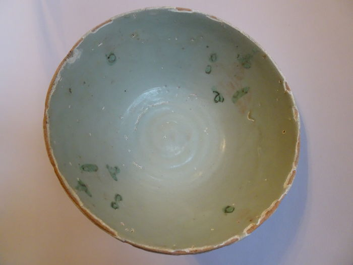 A Chinese painted celadon bowl with beautiful light green colour - 167 X 72 mm