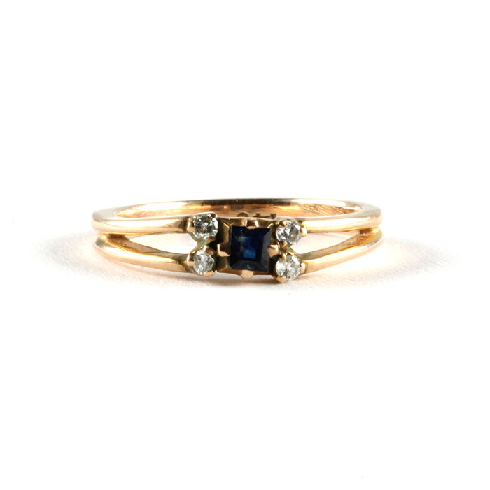 Accented solitaire ring, 14 kt/585 gold with sapphire and diamonds, vintage from around 1950