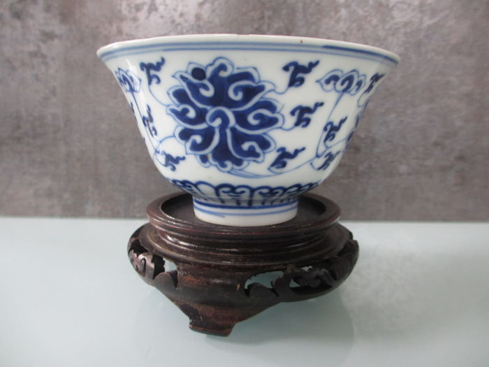 Antique bowl, porcelain - China - end of the 19th century (Guangxu mark period)