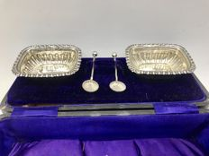 Set of Victorian silver salt cellars with matching silver spoons in box -