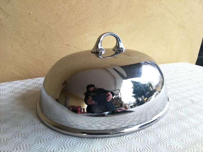 Antique English silver plated dish cover dome with nice handle England, late 19th century.