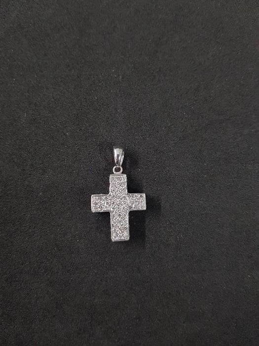 Cross-shaped pendant in 18 kt gold with brilliant cut and 8/8 cut diamonds for a total of approximately 1.50 ct