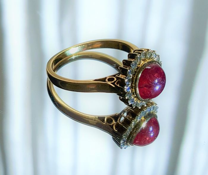 Natural Ruby and Diamond Gold Ring - 18 ct.