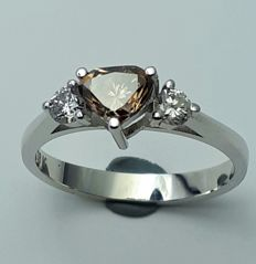 Ladie's Ring With Natural Brown & White Diamonds, 18 Ct White Gold , Total Diam:0.75Ct, Size 16.5 mm, Total Weight:2.72g