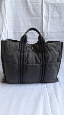 Hermes Logos Fourre Tout MM Hand Tote Bag