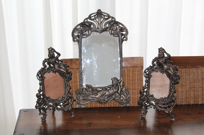 Photo frames entirely burnished metal set of two pieces for photo 10 x 15 cm and a beautiful art deco mirror burnished