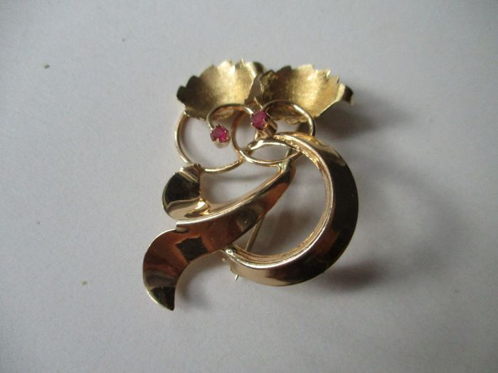 Gold brooch, 18 kt, with antique-style rubies New.