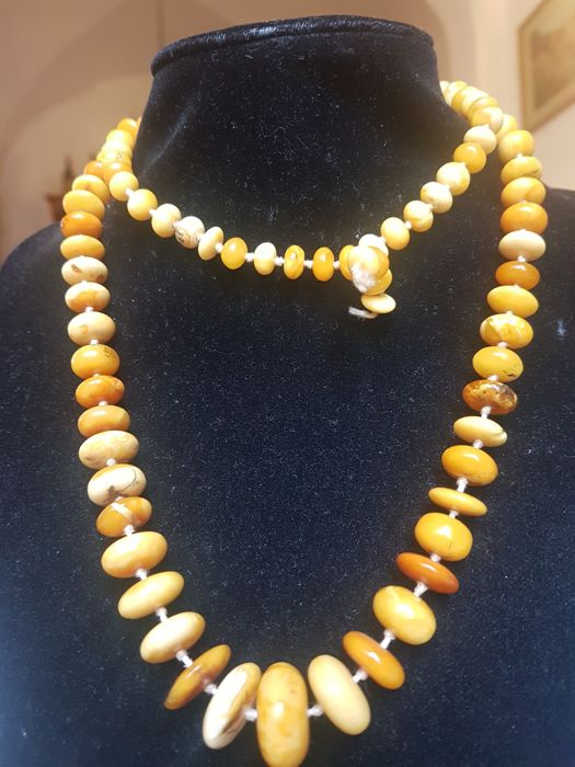 Art Deco necklace in natural amber, rare white marble/egg-yolk colour, 37 g