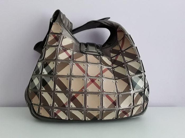 db5b6e7a5997 Burberry - Nova Check Coated Canvas Brooke Warrior Handbag - Catawiki