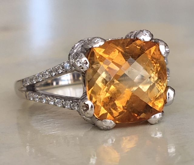 14 kt white gold women's ring with a citrine of approx. 3.5 ct and 88 pieces of brilliant cut diamonds of approx. 0.70 ct - ring size: 17.25 mm