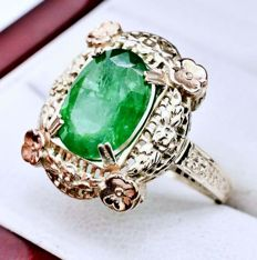 6.00 ct  ring with natural emerald made of 14 kt gold -no reserve-