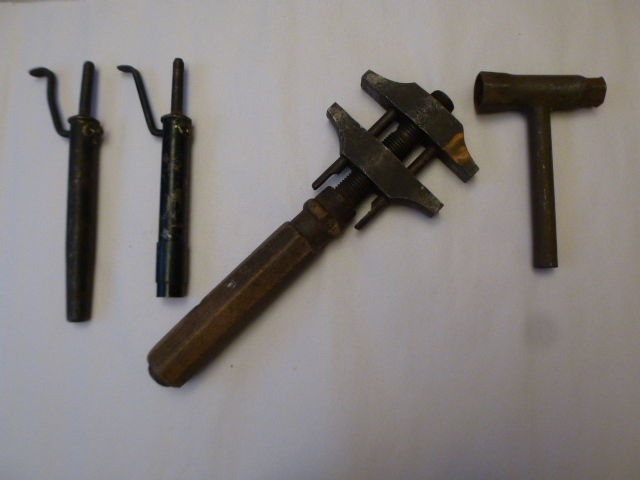 Lot of 4 automobile tools