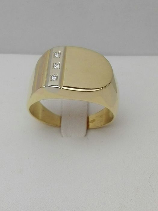Men's ring in 18 kt yellow gold with rose and white gold inserts and 3 zircons Ring weight: 9.4 g