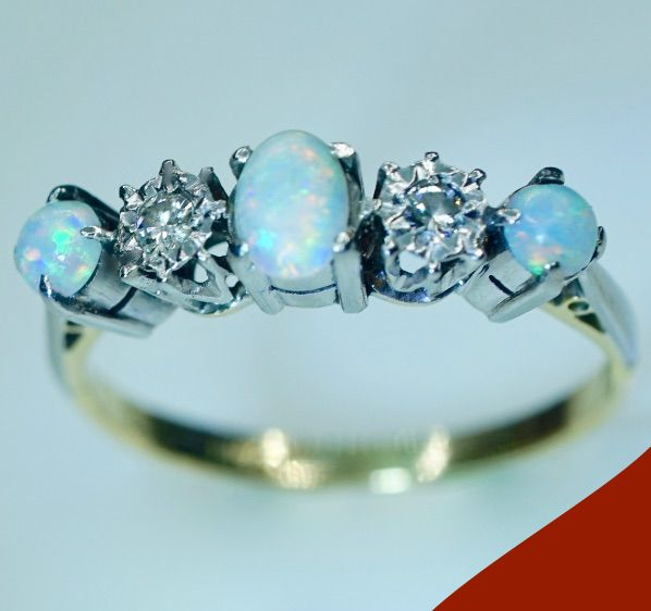 18 kt Antique Gold and Platinum - 950 - Women's, Precious Opal (Fire) and Diamond ring (0.14 ct)