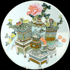 A Large Famille Rose Porcelain plate - China - 19th Century