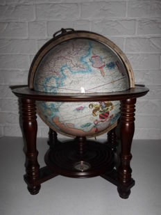 Globe in exclusive wooden frame with a compass, a beautiful replica, with a beautiful antique appearance!