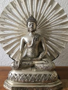 """Set of silver plated brass Buddha statue  and wooden """"the wheel of time"""" - Thailand - End of 20th century (35 cm)"""