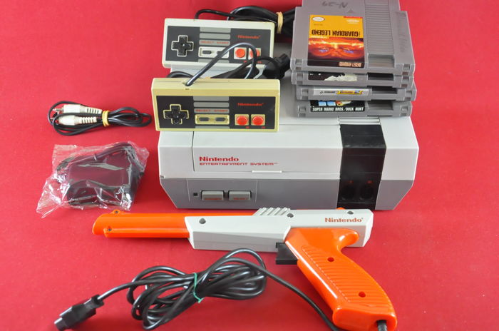 Nintendo NES set With 2 controller Zapper Mario Bros/Duck Hunt, Guardian Legend And more