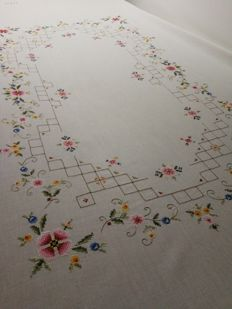 Vintage handcrafted Italian tablecloth Entirely handmade. size: 170 x 127 cm.