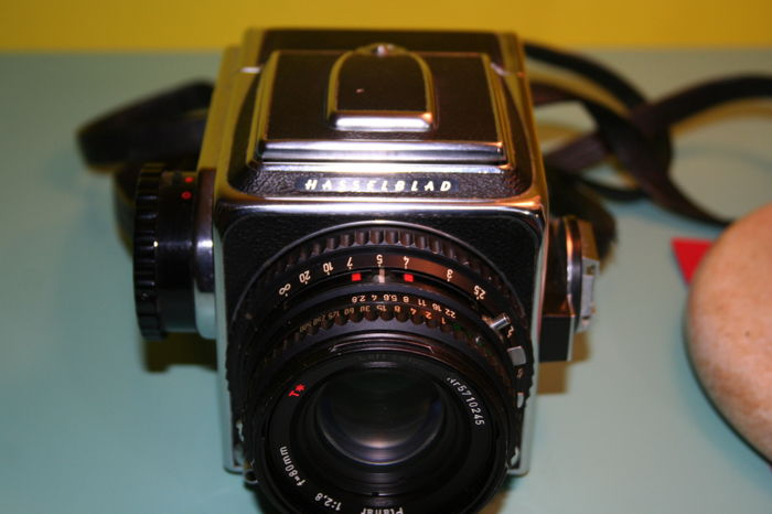 Camera Hasselblad 500 CM from 1950 with original black leather strap -  Catawiki