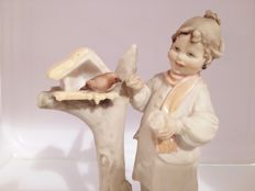 Beautiful Capodimonte Porcelain Sculpture Artist: Bruno Merli
