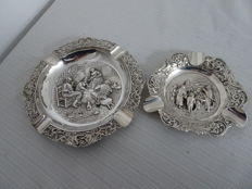 2 Dutch silver ashtrays with old-dutch scenes