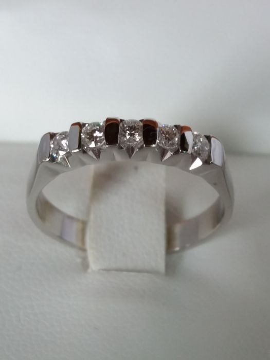 Eternity ring with 5 brilliant cut diamonds, 0.50 ct, colour G, clarity VS1
