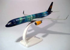 "Boeing 757-200  ""Icelandair"" (TF-FIU) Nothernlight painting (very Special)"